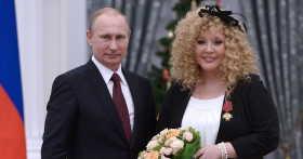 Как поздравили Аллу Пугачеву с 70-летием президент и ее коллеги