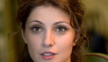 Как Анастасии Макеевой удается быть одновременно актрисой, телеведущей, моделью, певицей, да еще и матерью