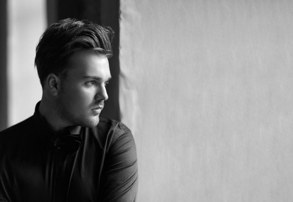 Александр Панайотов — «Чувствовать тебя»: премьера клипа