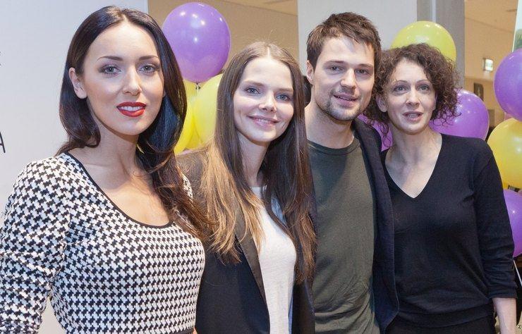 Алсу, Елизавета Боярская, Данила Козловский и Ксения Раппопорт во время визита в одну из детских больниц