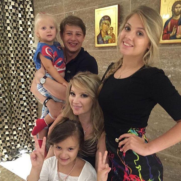 Жена Михайлова Инна с детьми Андреем, Евой, Иванной и Марией