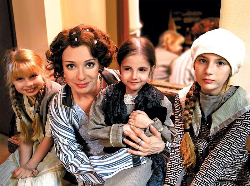 Чулпан Хаматова и ее дочери Арина, Ася и Ия
