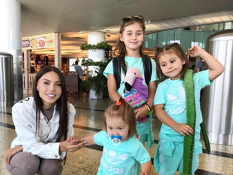 Оксана Самойлова со своими дочерьми