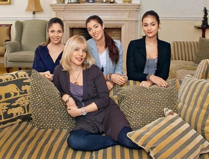 Вера Глаголева с дочерьми Анной, Марией и Анастасией